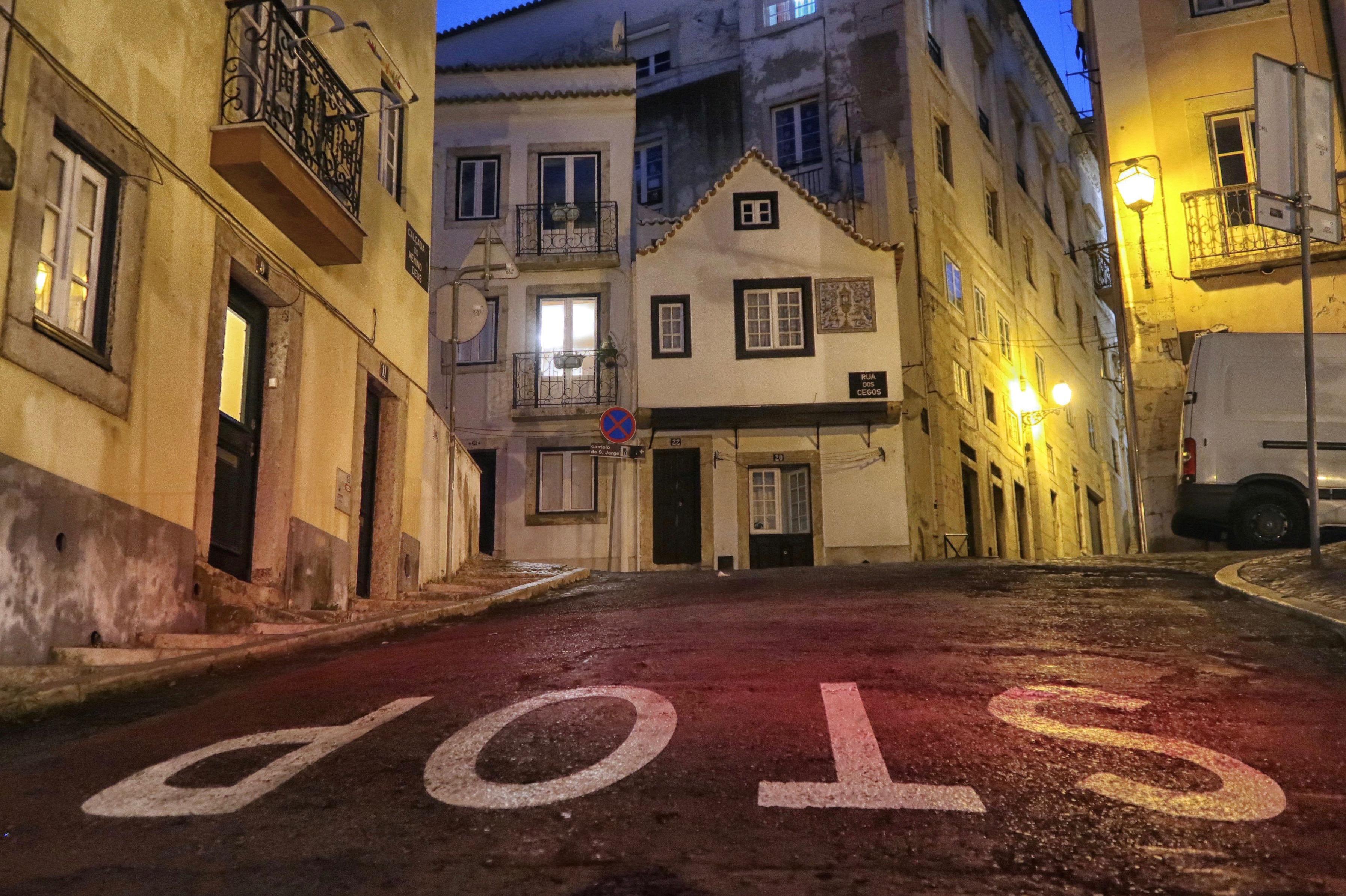 Stop, Lisbon