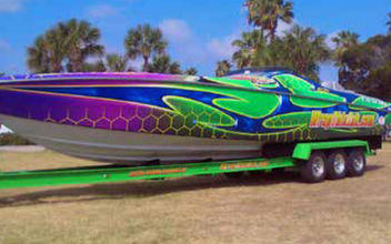 Neonpavia-Boat wrapping