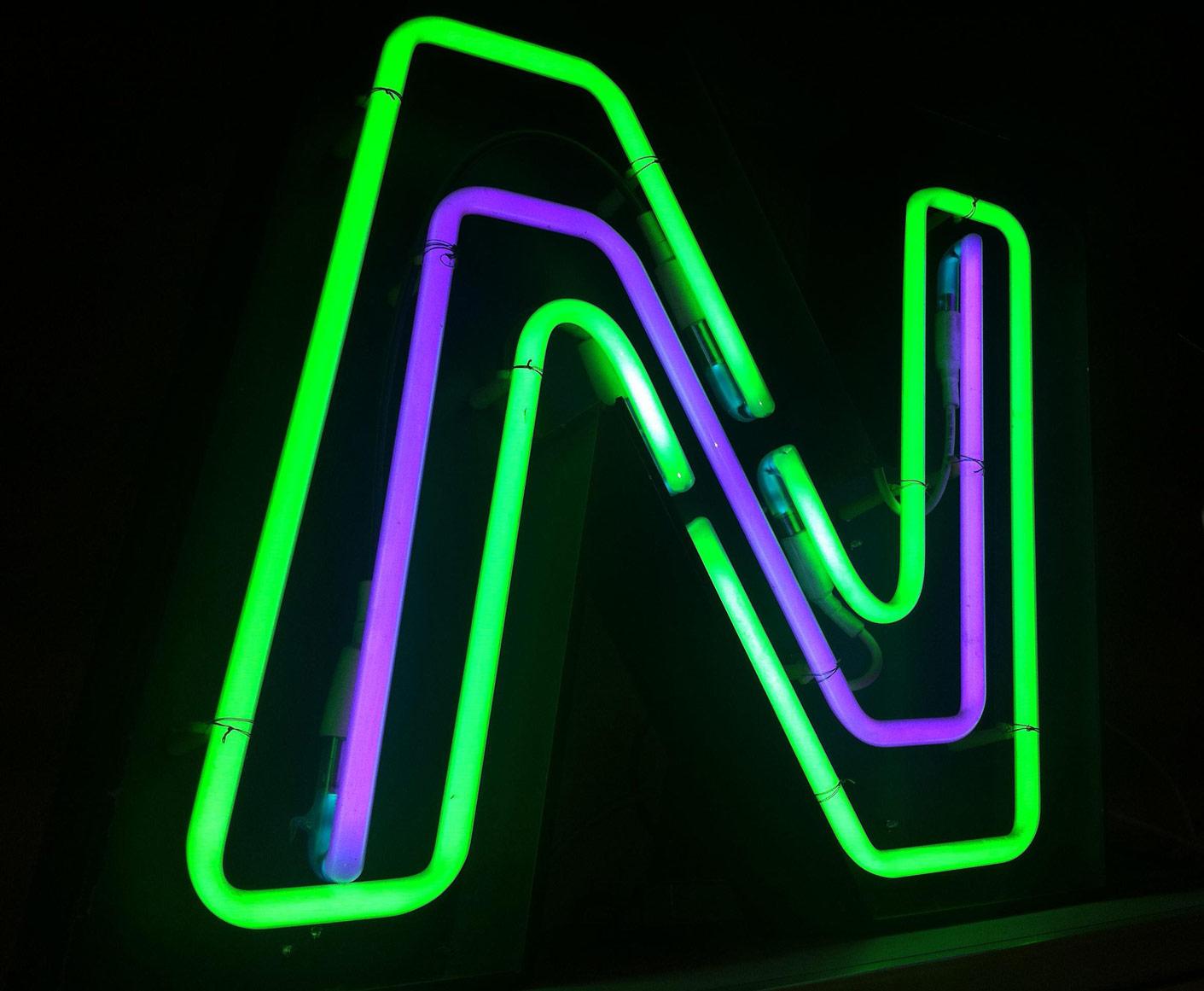 Neonpavia-Scritte al neon