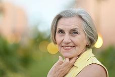 Ältere Frau, glücklich