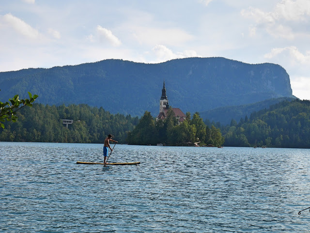 paddling-on-lake-bled