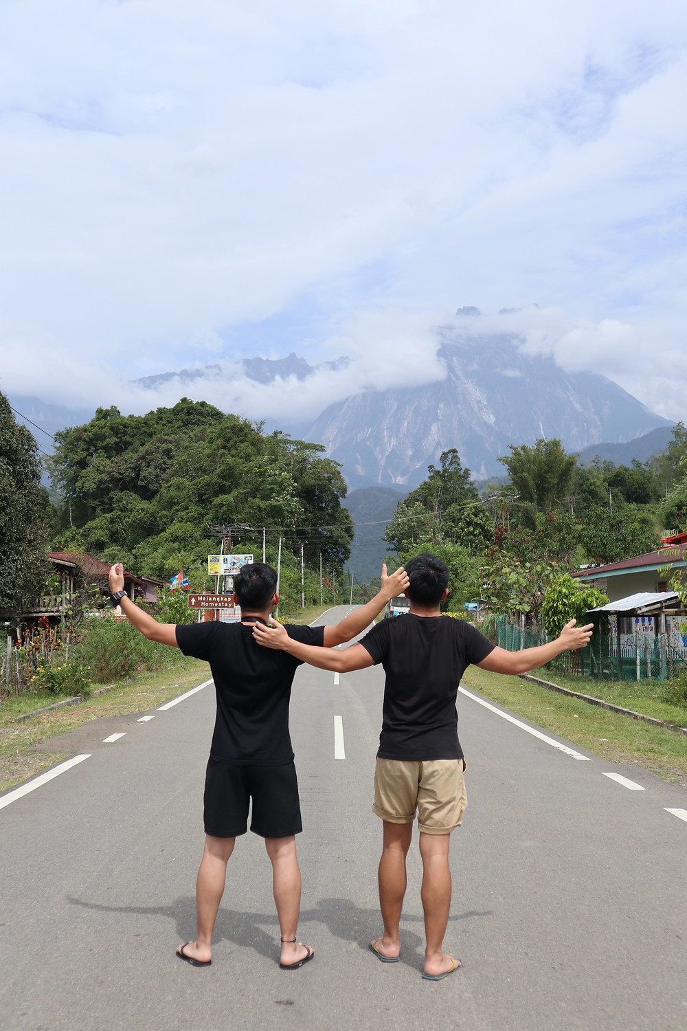 polumpung-melangkap-campsite-with-mount-kinabalu-view-on-the-road