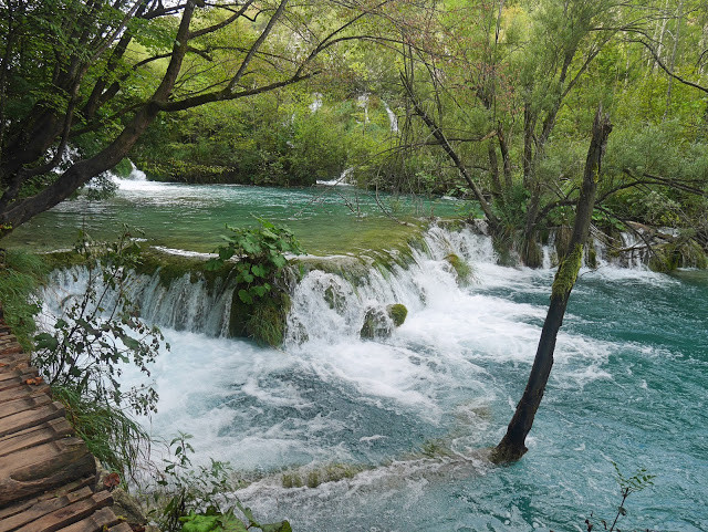 waterflow-plitvice-lake