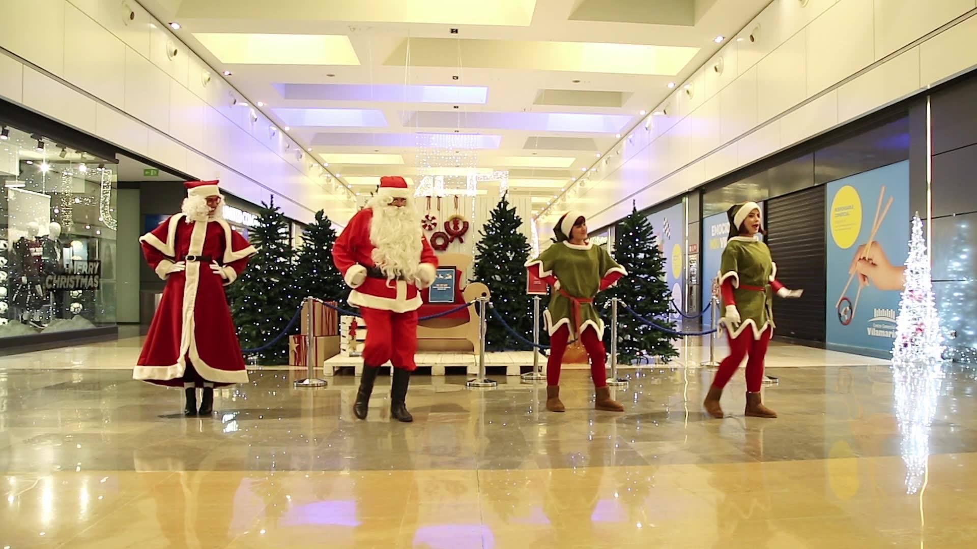 ¡La visita de Papá Noel, Mamá Noel y sus elfas dio mucho de sí! No te pierdas el show de baile que hicieron. ¿Ya te sabes todos los pasos? 😁👞🎶