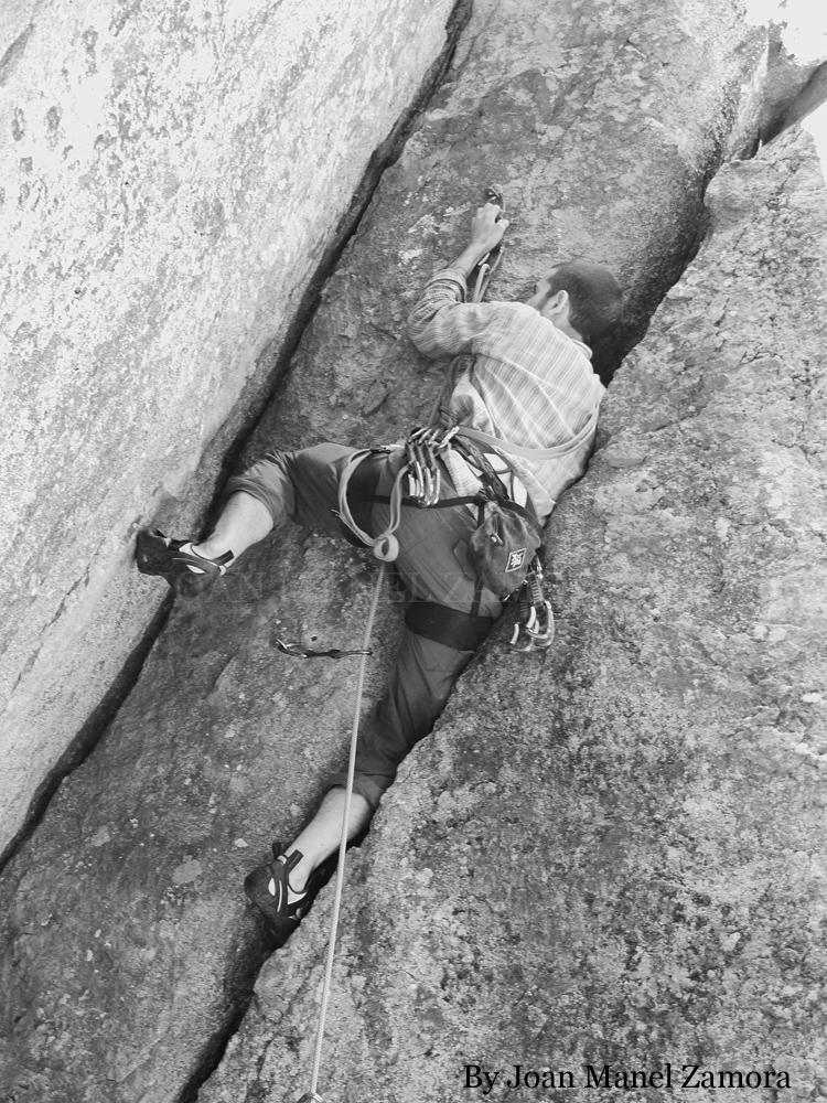 1070873 Climbing