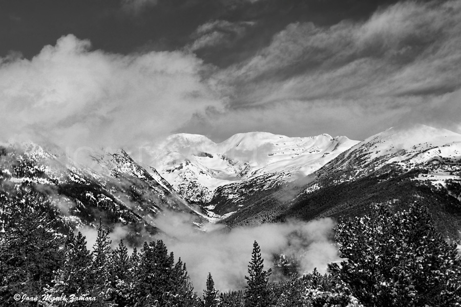 7900 MOUNTAIN B&W-FINE ART