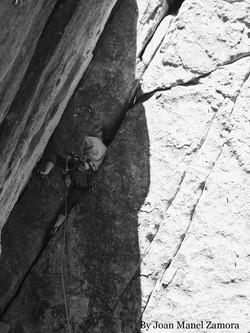 1070872 Climbing