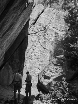 1070854 Climbing