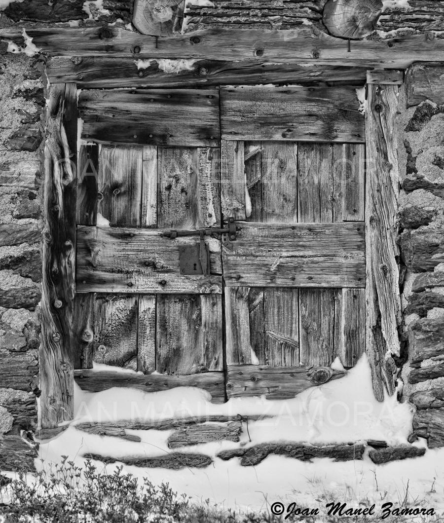06796 OLD DOOR