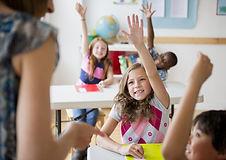 crianças numa sala de aula
