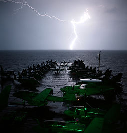 US_Navy_021101-N-4309A-003_Lightning_str