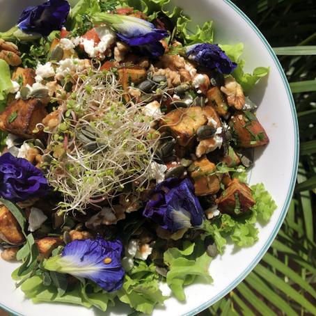Salade patates douces, fêta, herbes fraîches