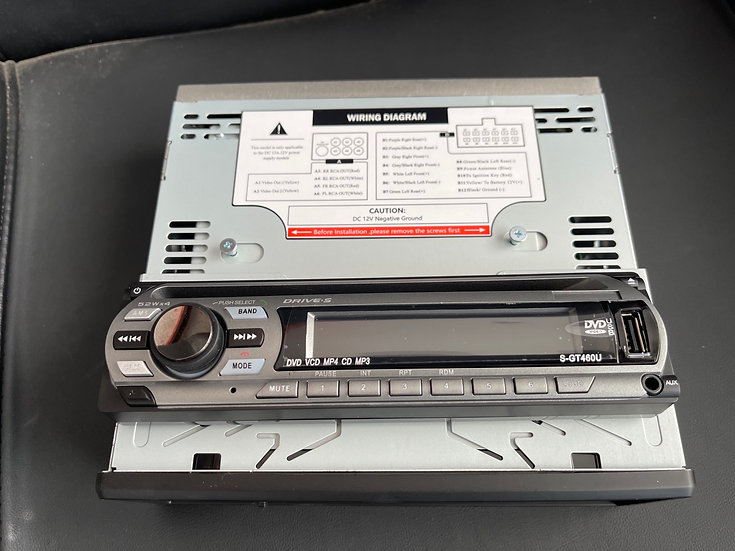 Radio con lector DVD con pantalla desmontable