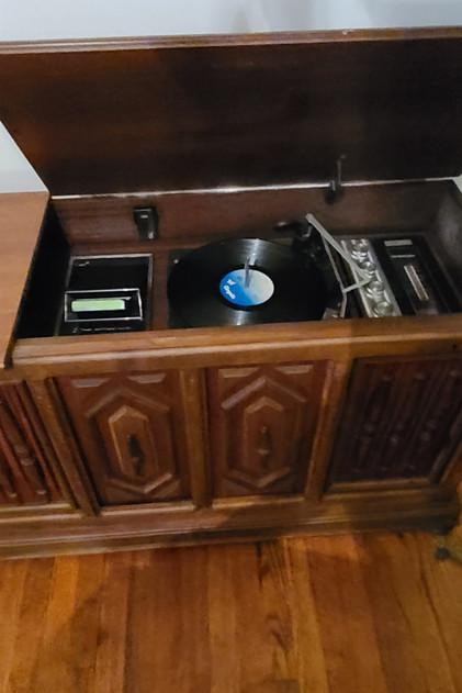 recordplayer w/ 8 track