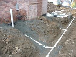 installing underground drainage pipes