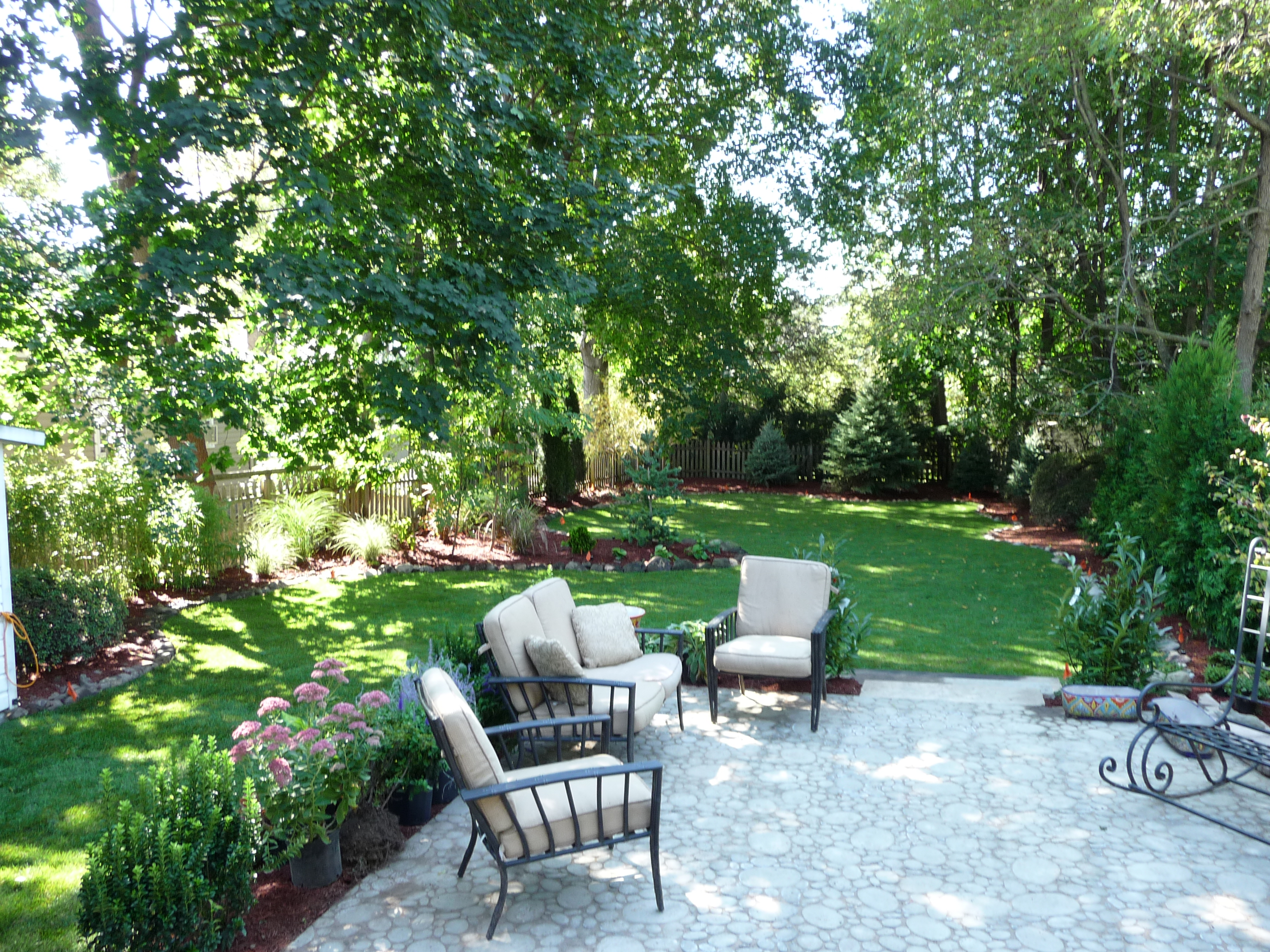 patio pavers with lawn furniture