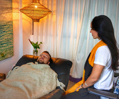 kartika hypnotherapist session hynosis bali client