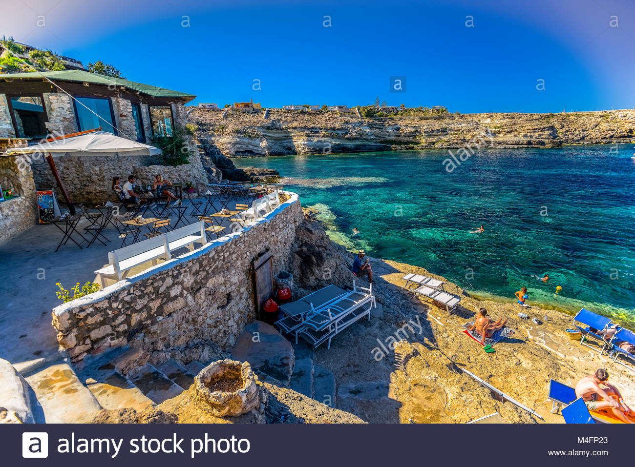 litalia-sicilia-isola-di-lampedusa-cala-creta-m4fp23