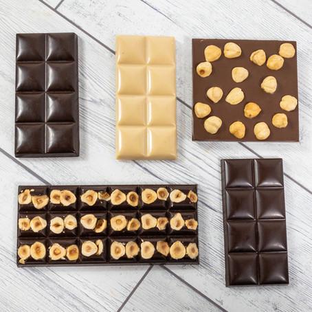 5 Modi Diversi di Inserire le Nocciole in una Tavoletta di Cioccolato