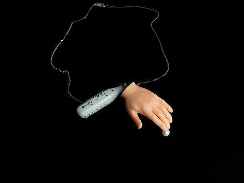 """Halskette """"Der jüngste Mord an Oleg Sokolov und Isabelles Händen"""""""