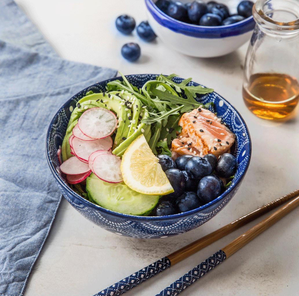 Poke-bowl-saumon-tataki-concombre-mangue