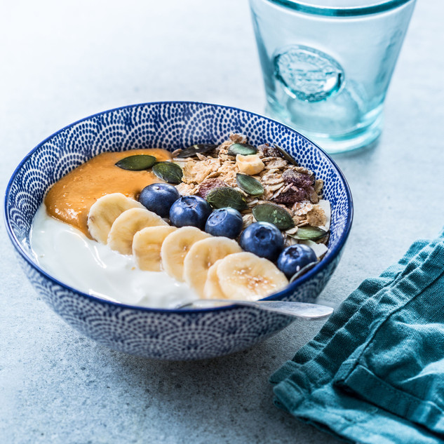 Muesli-&-yogurt-bowl-banane-myrtille-et-