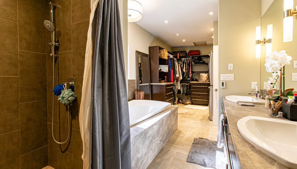 Interior_Masterbathroom