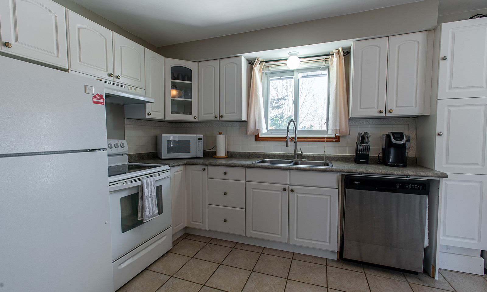 14BerwickCres_Kitchen4_Websize.jpg