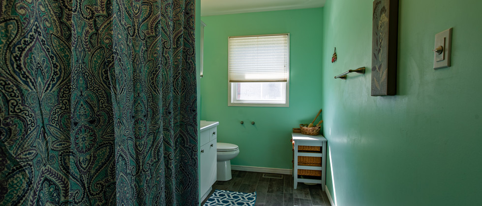 MainFloor_Bathroom.jpg