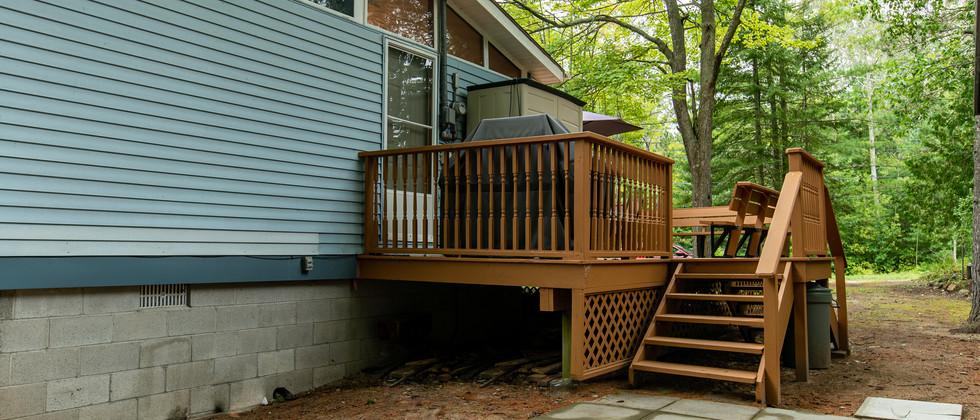 Exterior Side / Deck