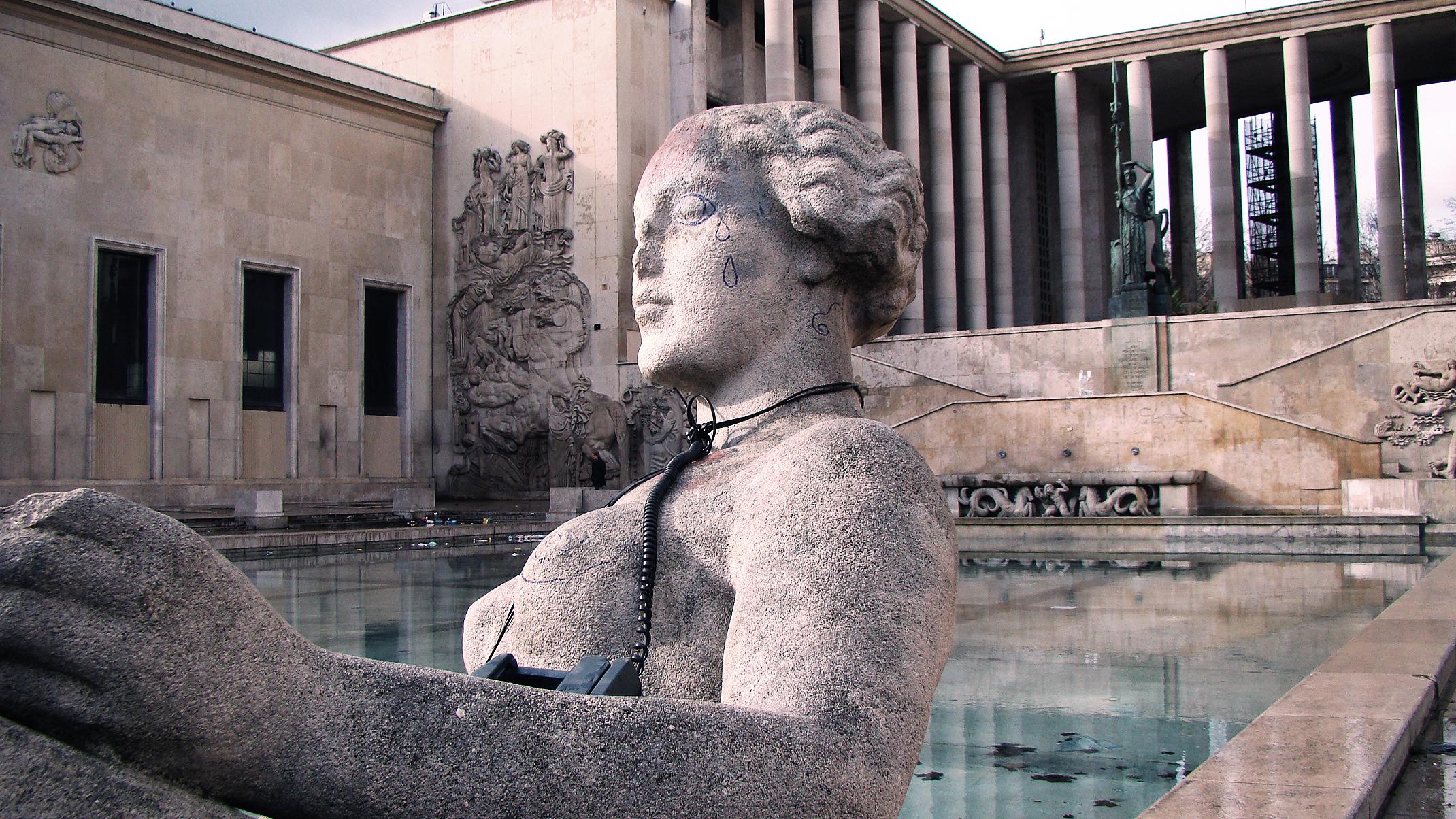 Modern_art_statue_1