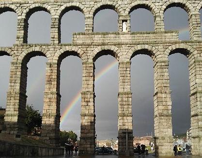 Acueducto de Segovia desde la plazadel Azoguejo. guía oficial de turismo
