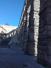 Columnas del acueducto de Segovia - Rutas por Segovia - CONOCE SEGOVIA