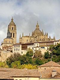 Vista de la catedral desde el Salon. Guía oficial Segovia