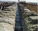 Canal del Acueducto junto a postigo del consuelo. Guia de turismo en Segovia