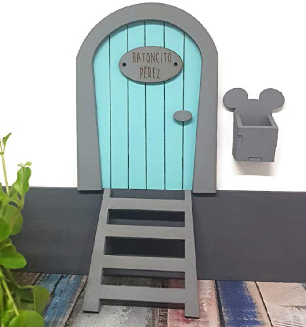 Puerta del Ratoncito Pérez hecha a mano