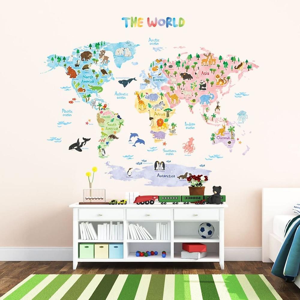 Habitación infantil decorada con pegatinas adhesivas