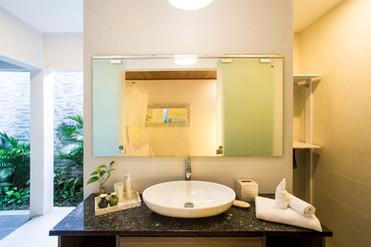22 ENSUITE BATHROOM MASTER BEDROOM 2.jpg