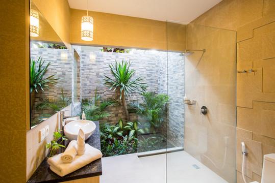 26 ENSUITE BATHROOM 4TH BEDROOM 1.jpg