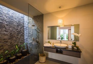 15 ENSUITE BATHROOM MASTER BEDROOM 1.jpg
