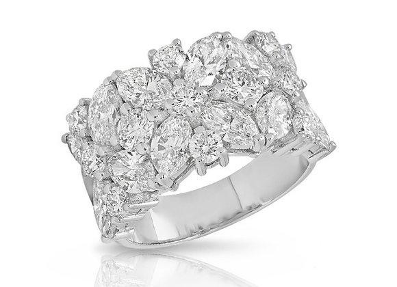 18K FANCY-SHAPE DIAMOND RING
