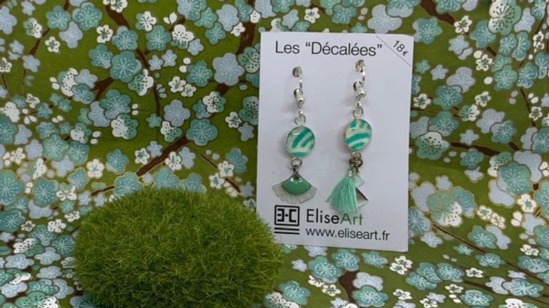 Boucles d'oreilles decallées vertes
