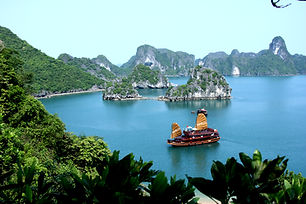 Asia_Cruise_Junk_in_Halong_bay.jpg