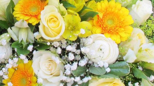 Blumenstrauss locker gebunden gelb