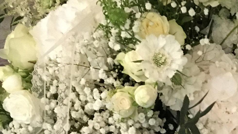 Blumengesteck weiss