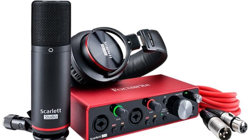 Focusrite Scarlett 2i2 Studio 3rd Gen Audio Interface Bundle