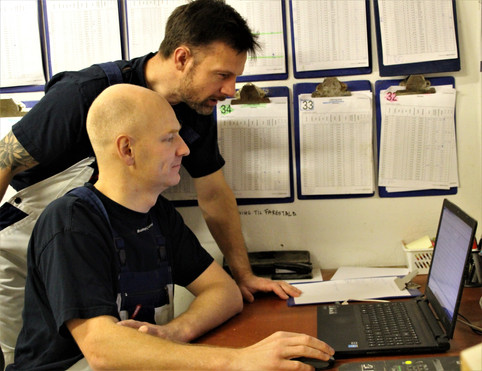 Martin og Simon ved computer.jpg