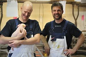 Simon og Martin i stald Simon griner.jpg