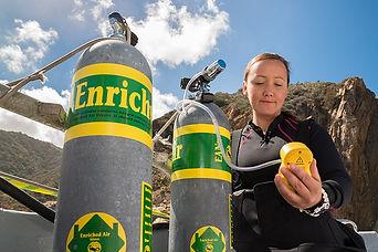 nitrox diver analyzing their gas