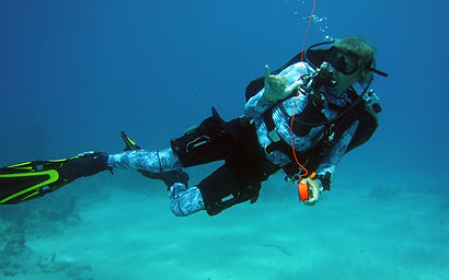diver drifting in the current